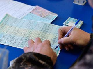 Нужно ли менять полис ОСАГО или вносить изменения при замене водительского удостоверения?