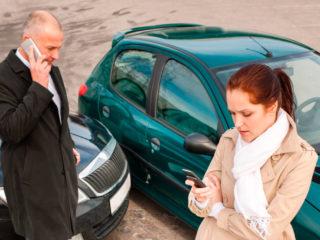 В какую страховую обращаться при ДТП — свою или виновника?
